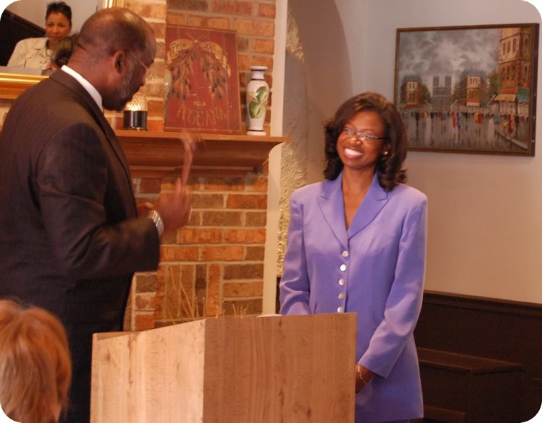 Catherine Hawes being sworn in by Judge James Green
